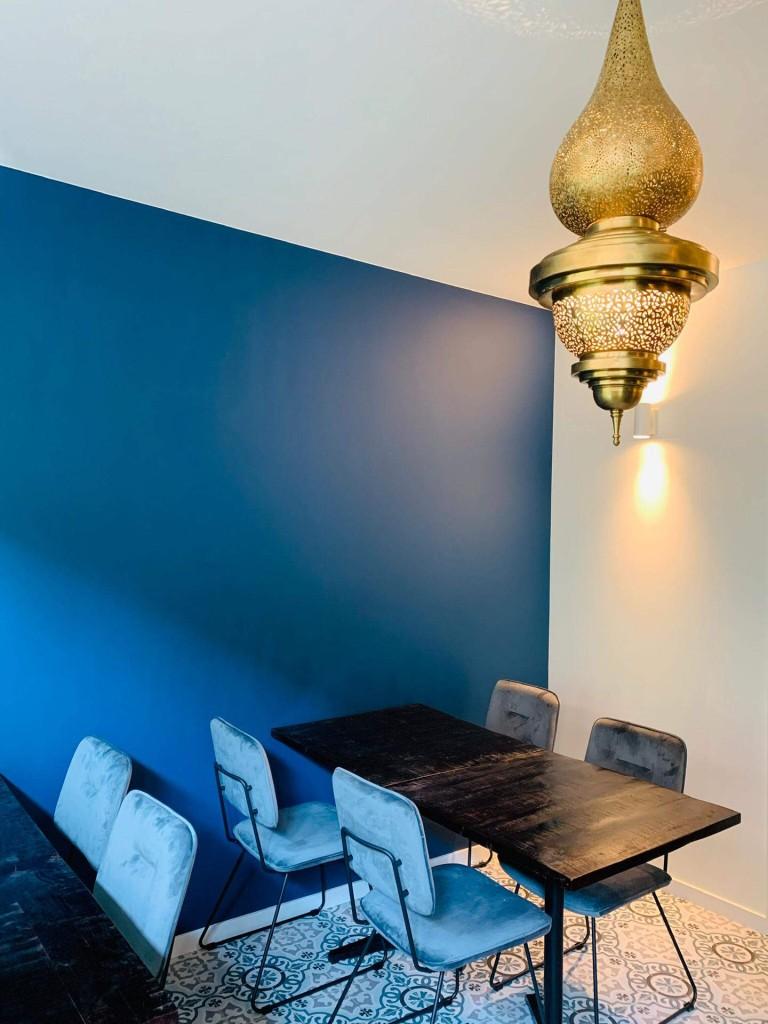 Zitoun-Nieuwpoort-restaurant-tafel-blauw